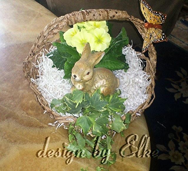 Frühlingskörbchen zur Ostern mit Hase Hand im Glück