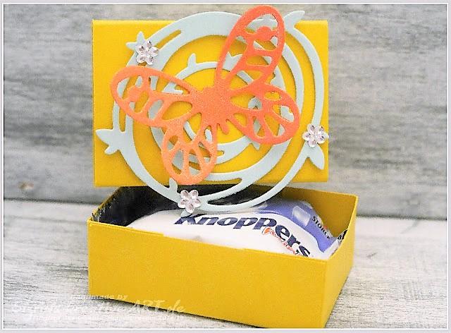 Kleine Matchboxverpackungen für Süßigleiten Hand im Glück