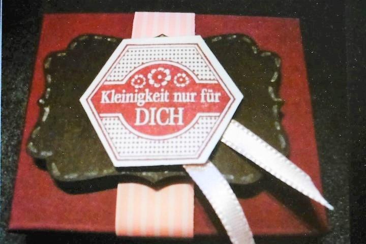 Ritter-Sport-Verpackung-Ei-e-kleine-Aufmerksamkeit-Hand-im-Glück