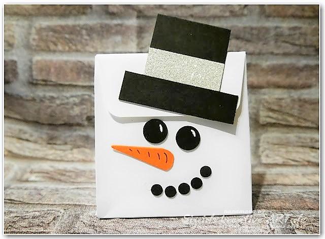 Schneemanntasche aus Papier gebastelt als Geschenk im Winter Hand im Glück (8)