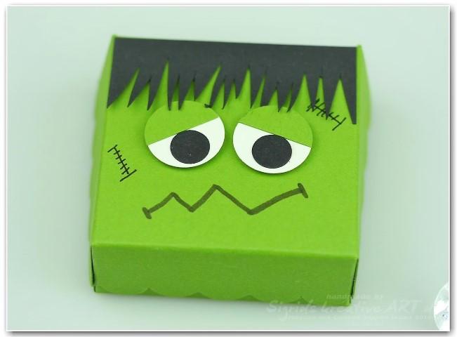 Frankensteins Monster aus Papier Hand im Glück