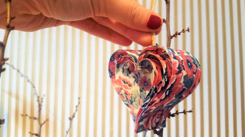 Herz Anhänger aus Schleifenband basteln_Hand im Glück (1) (Small)