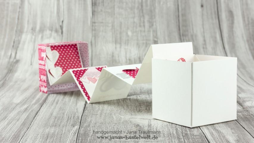 Liebeserklaerung_in_der_Box_aus Papier Hand im Glück