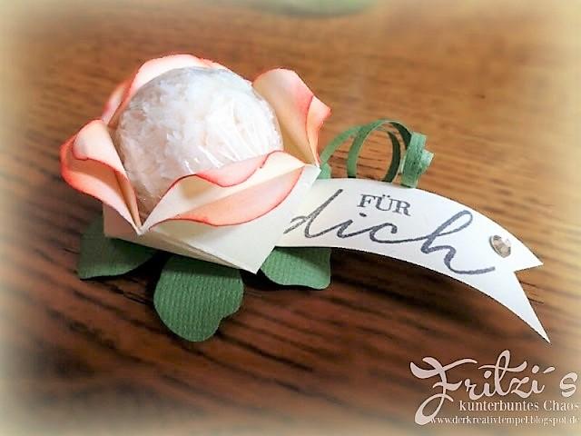 Blume aus Papier Hand im Glück
