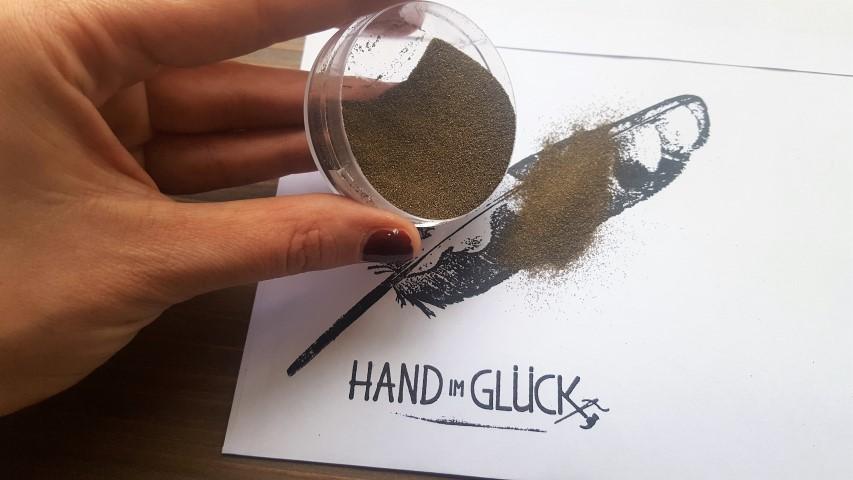 DIY Prägung durch Embossingpulver_Hand_im_Glück (12) (Small)