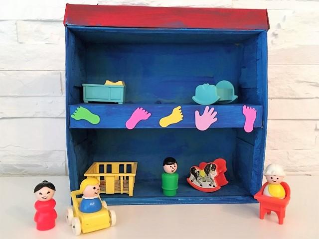 Puppenhaus aus einer Schuhschachtel selbst machen