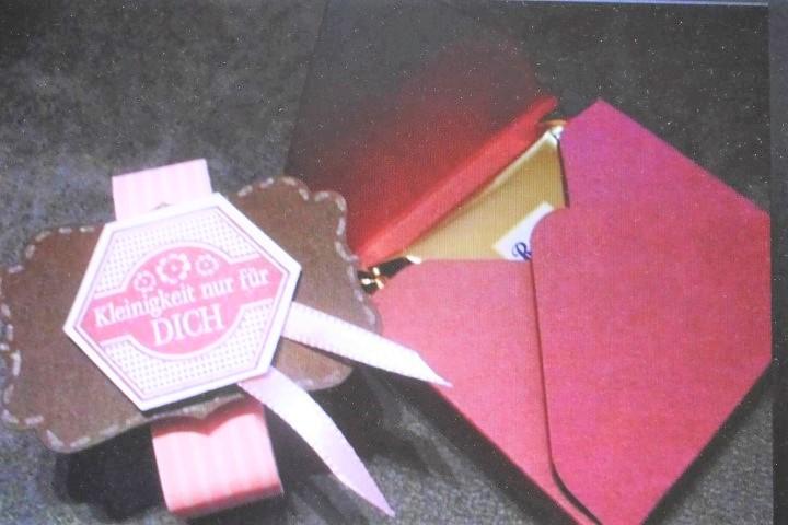 Ritter Sport Verpackung selber machen_ Eine kleine Aufmerksamkeit Hand im Glück (2)