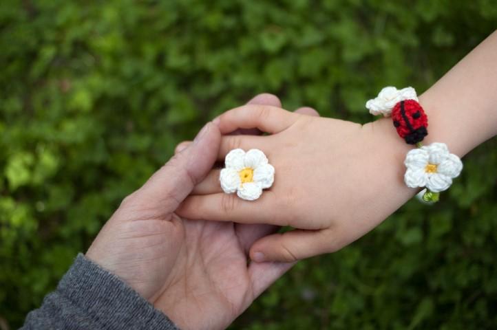 armband-blume-bluemchen-marienkäfer-kinder-haekeln-wolle-selbstgemacht Hand im Glück (Small)