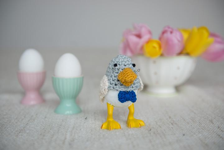 monika-häuschen-ostern-bastelei-basteln-mit-kindern-osterbastelei-eierwärmer-retro-selbstgemacht HAnd im Glück