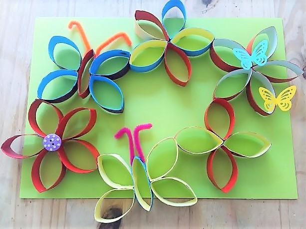 Bunte_Blumen_Schmetterlinge_aus_Papier_Hand-Im-Glueck