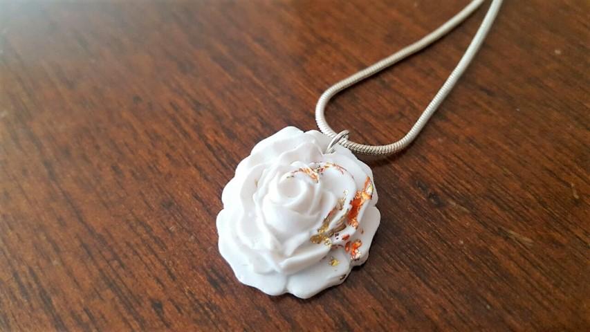 Kettenanhänger Rose aus Fimo selber machen mit Blattmetall (9) (Small)