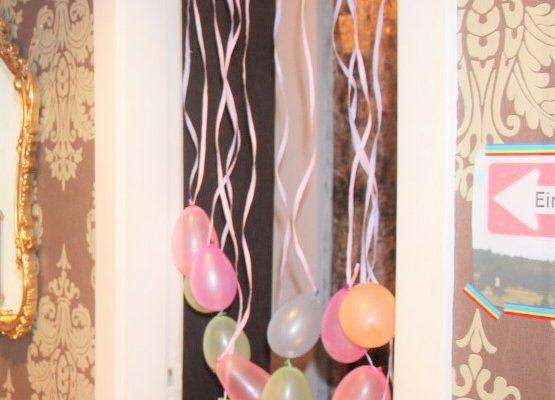 Glitzer-Luftballons-Vorhang selber machen