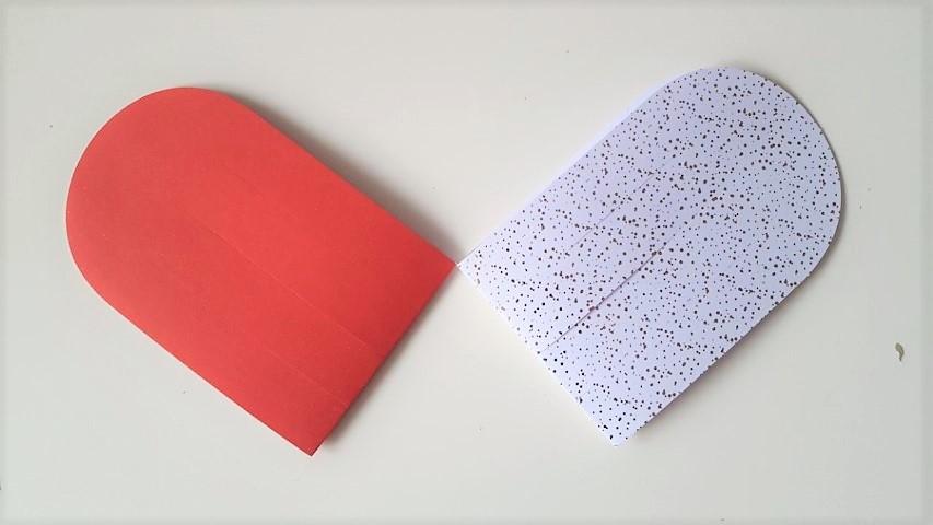 Herzanhänger selber basteln aus Papier Hand im Glück