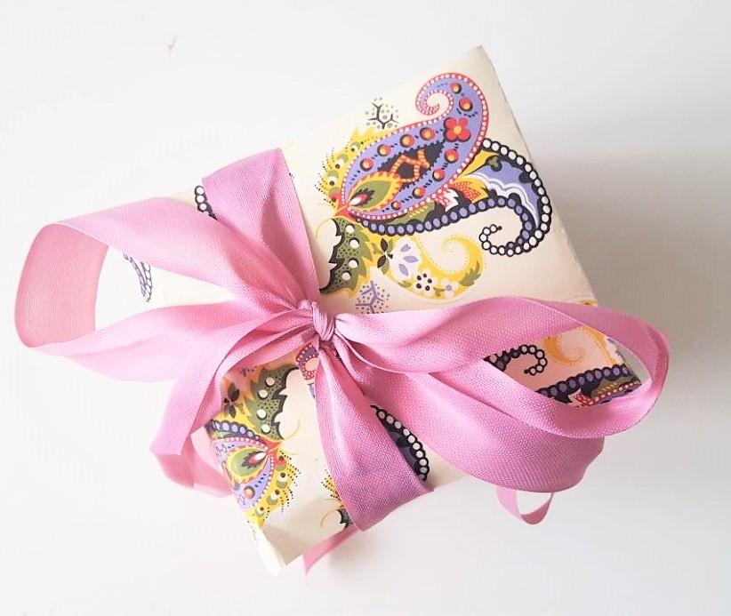 Hand im Glück Tassenverpackung aus Papier