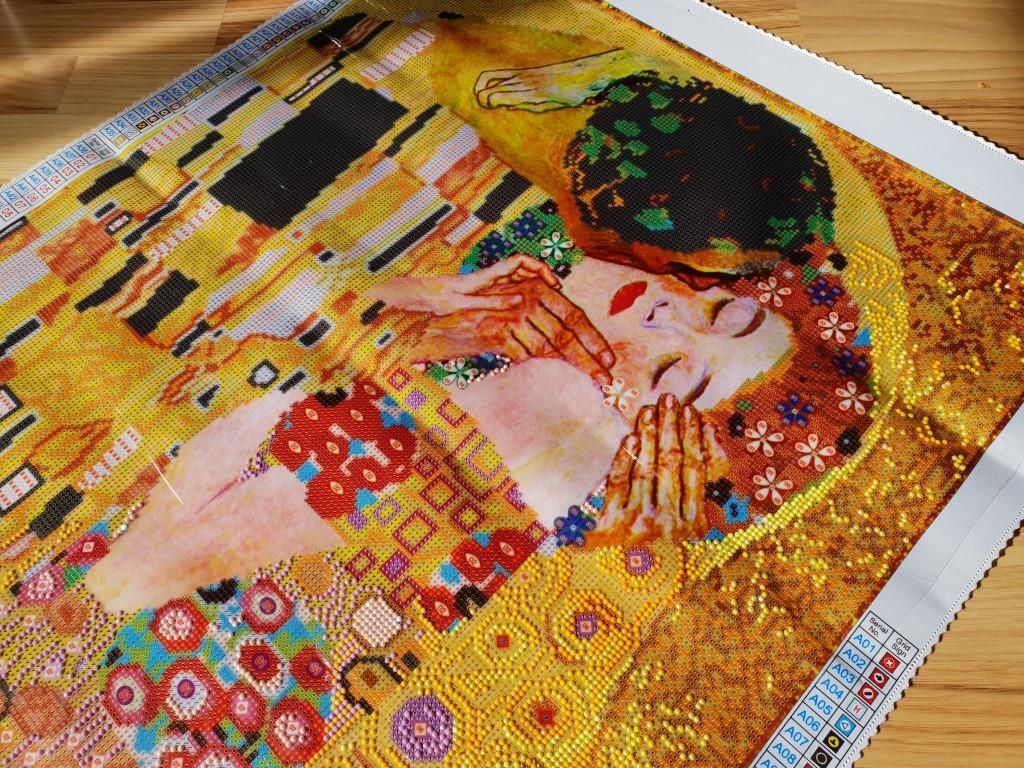 Der Kuss von Klimt_ The Kiss_Diamond Dotz_Hand im Glück (20) (Medium)