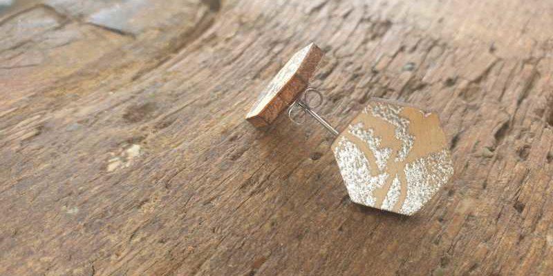 DIY Ohrringe aus Holz mit Metallic-Embossing-Effect Hand im Glueck.de