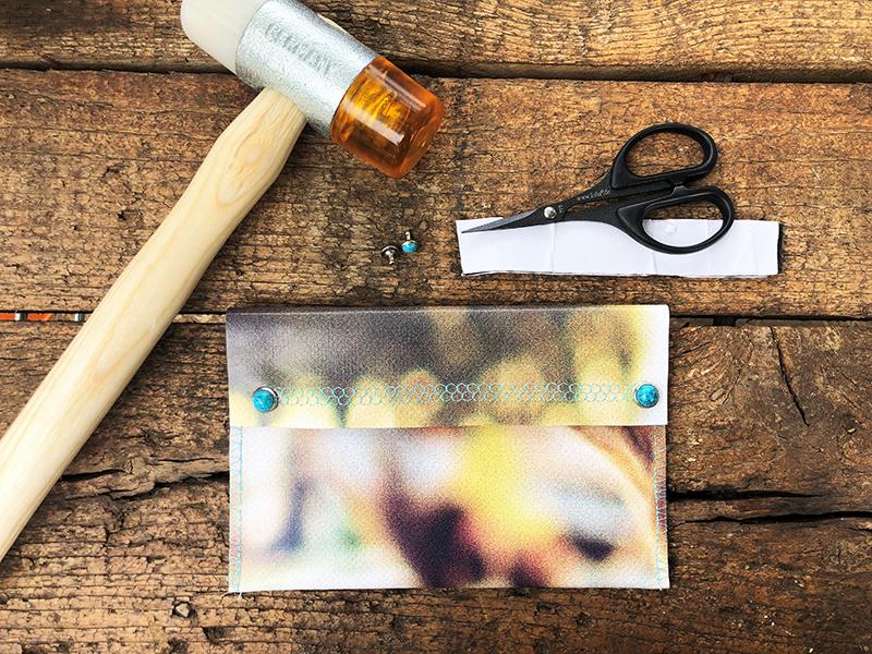 Tabakbeutel mit Klettverschluss, Nieten, Hammer