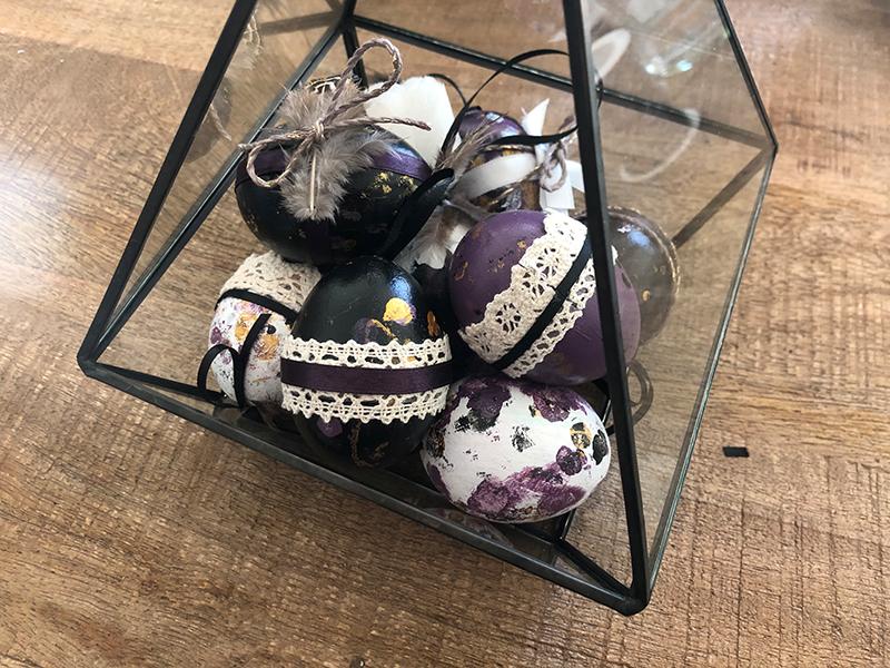 DIY Kuenstlerische Ostereier Hand im Glueck (