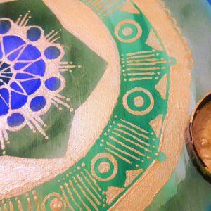 Mandala mit Wasser- & Metallicfarben auf Holz malen