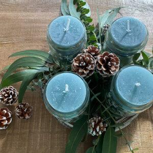 DIY grünes Eukalyptus-Adventsgesteck