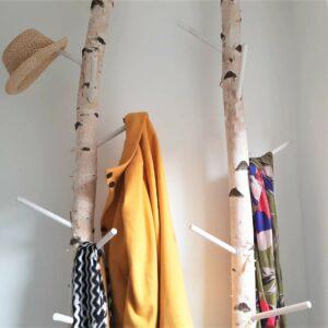 DIY moderne Garderobe aus Birkenstämmen